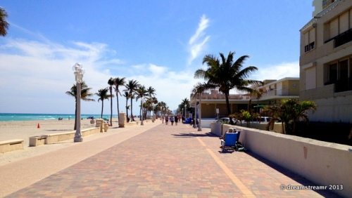 picture of Hollywood beach boardwalk